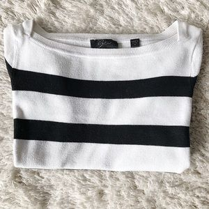 Tops - 👋 Sale 😻 Black & White Short Sleeved Knit Top